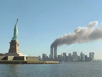 national park_service_9-11_statue_of_liberty_and_wtc_fire